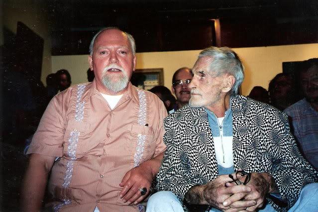 Bill Maher rozmawia z Robertem Antonem Wilsonem i innymi gośćmi na temat Timothy Leary'ego