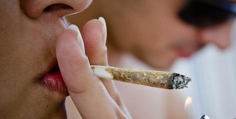 palenie_jointa_marihuana