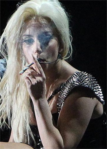 lady_gaga_Smoking