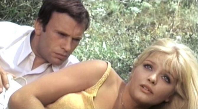Śmierć zniosła jajo (1968)