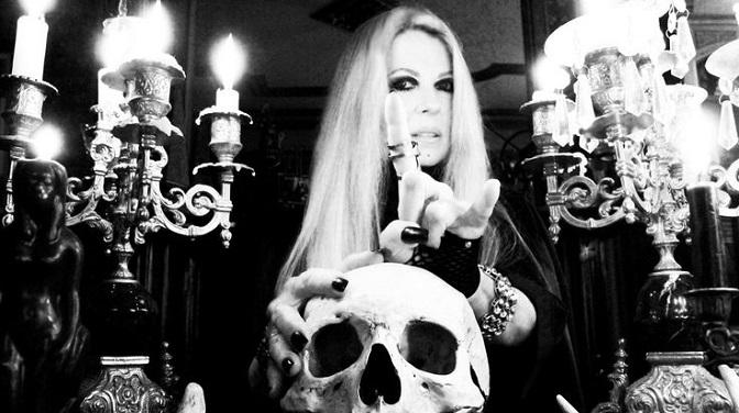 11 siarczystych kawałków o Szatanie z czasów, gdy śpiewanie o nim nie było jeszcze modne!