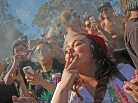 marijuana_happy_crowd