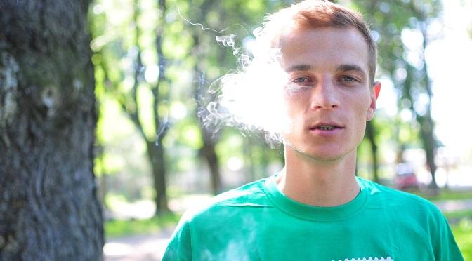 """""""Czasy sie zmieniają"""" – o medycznym zastosowaniu marihuany, czarnym rynku i pilnej potrzebie depenalizacji w Polsce z Jakubem Marcinem Gajewskim rozmawia Conradino Beb"""