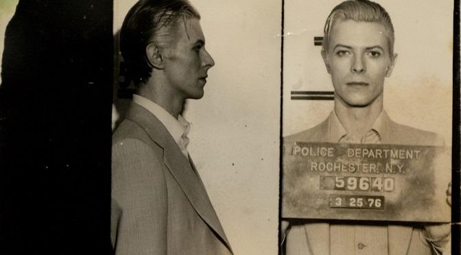 Najmodniejszym zdjęciem z aresztowania za dragi szczyci się… David Bowie