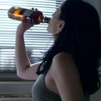 Zimny klimat i mniejsza ilość światła słonecznego zwiększają spożycie alkoholu, stwierdzają medycy