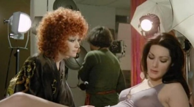 Skąd te dziwne krople krwi na ciele Jennifer? (1972)