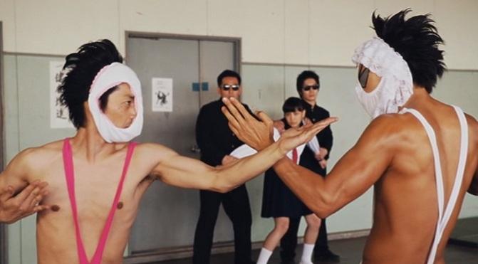 Japoński superbohater Hentai Kamen czerpie siłę z seksownych majteczek!