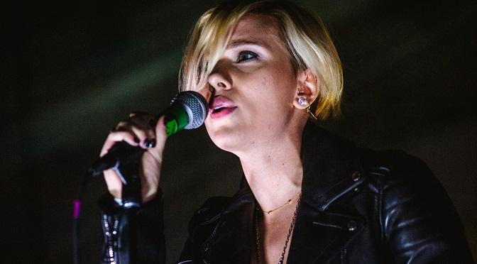 Scarlett Johansson coveruje New Order z nowym zespołem Sugar For Sugar!