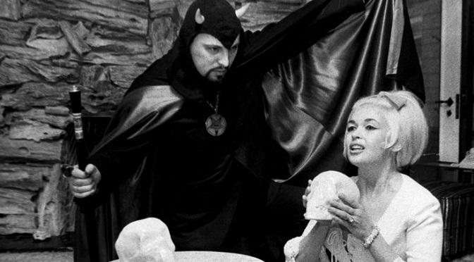 """""""Mansfield 66/67"""" łączy śmierć słynnej aktorki z satanistyczną klątwą!"""