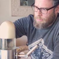Seth Rogen testuje grawitacyjnego bonga!